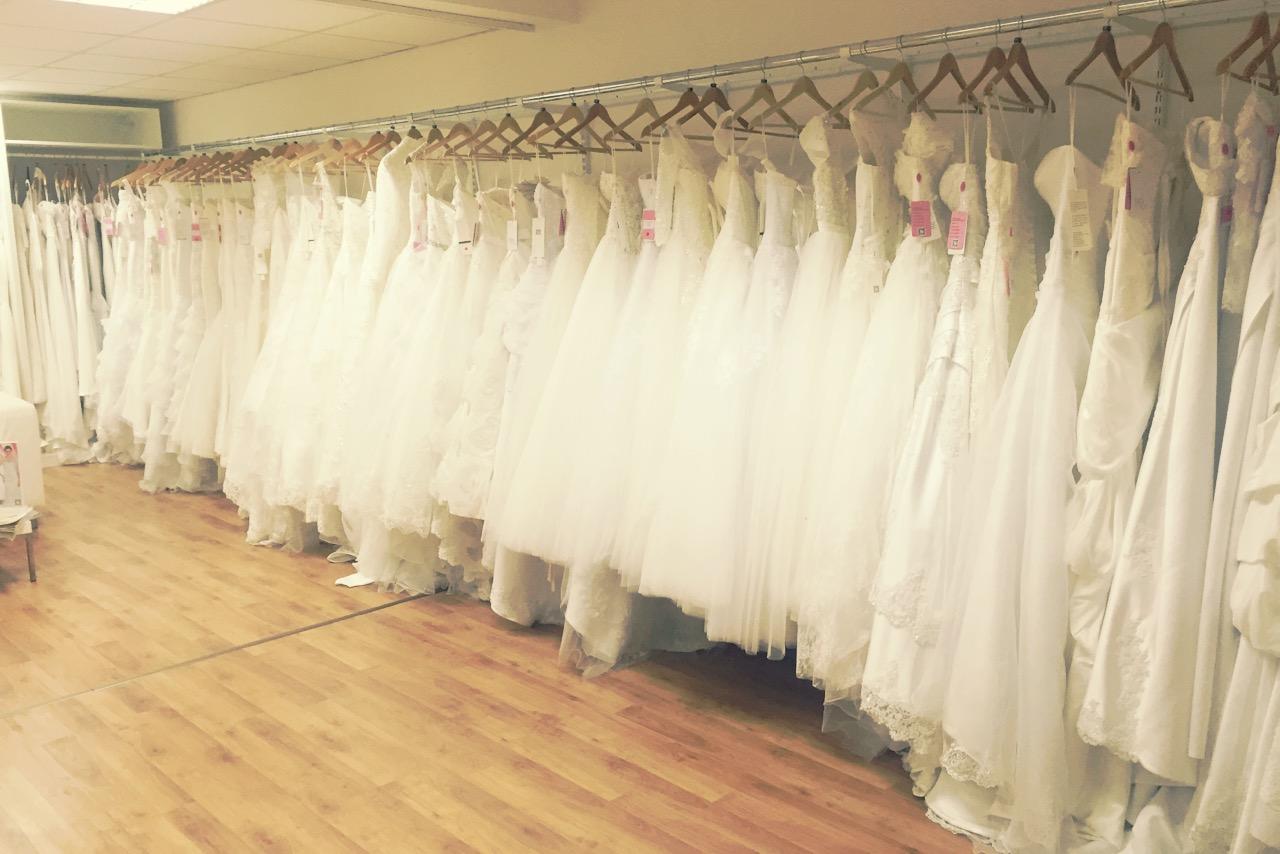 Beste Brautkleid Geschäft Zeitgenössisch - Brautkleider Ideen ...